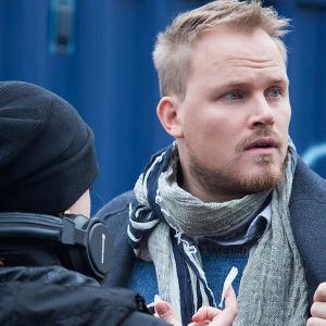 Panu Mikkola näyttelee Lauria Uudessä Päivässä.