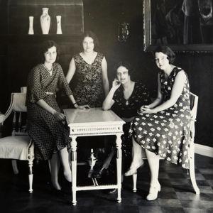 Suomalainen Harppukvartetti kokoonpanossa Pia Tallgren, Vera Lönnroth, Lilly Kajanus-Blenner ja Irma Lönnroth.