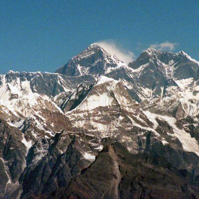 Arkistokuva näyttää, miltä Mount Everest näytti vuonna 1996.