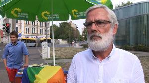 De grönas kandidat Johannes Spenn under valkampanjen i Leipzig