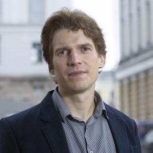 Jan-Erik Lönnqvist, professor i socialpsykologi vid Svenska social- och kommunalhögskolan vid Helsingfors universitet.