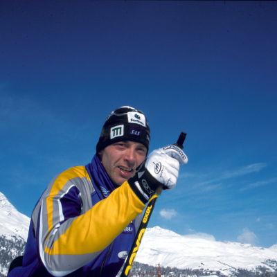 Mika Myllylä Sveitsin alpeilla (kuva dokumentista Ei mitään ilmaiseksi 2001)