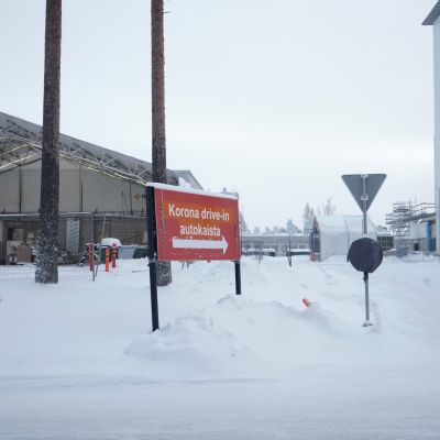 Kainuun keskussairaalan korona drive-in viitta tammikuussa 2021