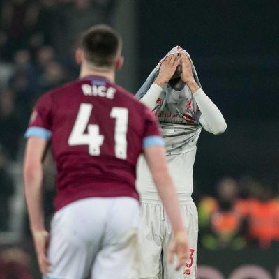 Besvikna miner i Liverpool efter 1-1 borta mot West Ham.