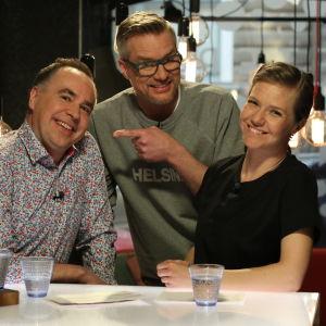 Jens Berg, Mårten Svartström och Sonja Kailassaari i Efter Nios studio.