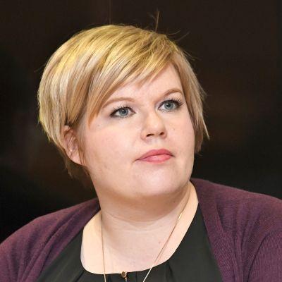 Perhe- ja peruspalveluministeri Annika Saarikko (kesk.)