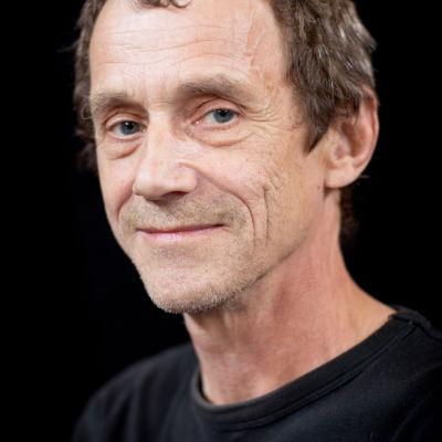 Porträttbild på teaterpedagogen Sture Ekholm