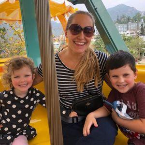 Johanna Loo och barnen i Hongkong.