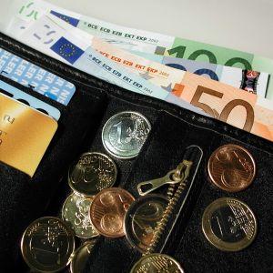 Plånbok med pengar