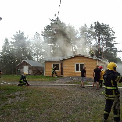 En jaktstuga i Kronoby brann den 30 juli 2014.