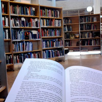 Läsning på biblioteket