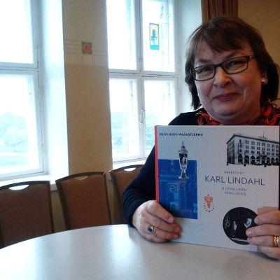 Päivi Hovi-Wasastjerna har skrivit en monografi över Karl Lindahl.
