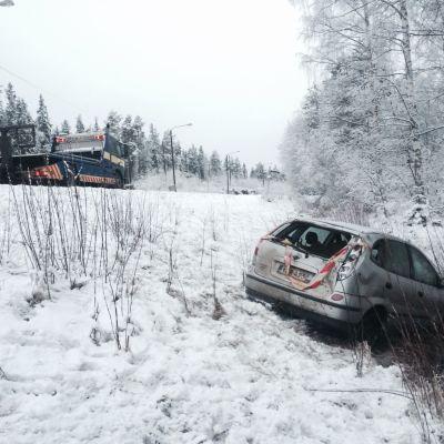 Bil i diket på Larsmovägen mellan Larsmo och Jakobstad.
