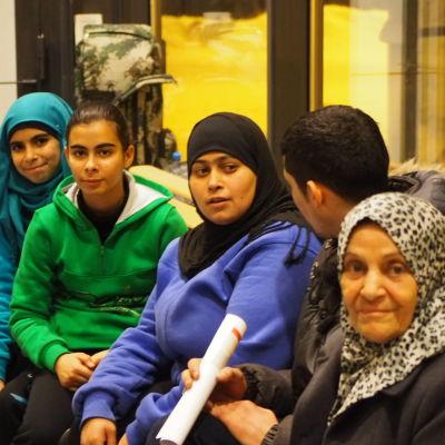 Syrisk familj som efter flera veckor i Murmansk fick åka in i Finland