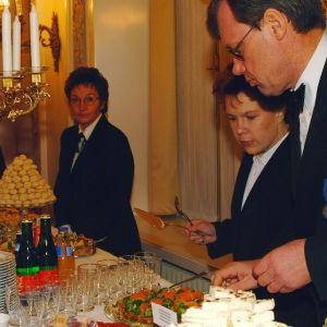 Stående bord på presidentens mottagning i slottet 2000.
