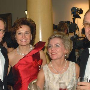 Presidentens mottagning 2002. På bilden redaktören Jorma Melleri, riksdagsledamot Anneli Jäätteenmäki samt Assi Liikanen och EU-kommissionären Erkki Liikanen.