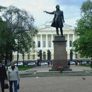Pushkinin patsas Pietarissa