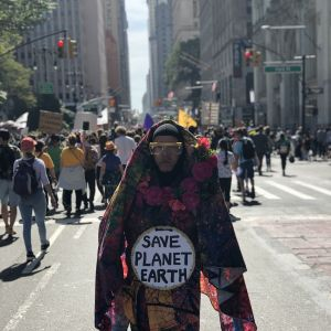 Person som deltar i klimatmarschen i New York.