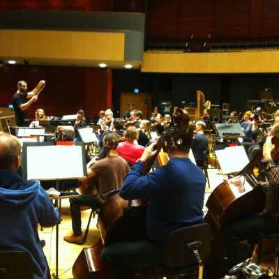 Sinfonia Lahti harjoittelee ylikapellimestari Dima Slobodeniukin johdolla.