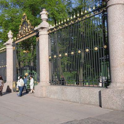 Kesäpuiston portti Pietarissa