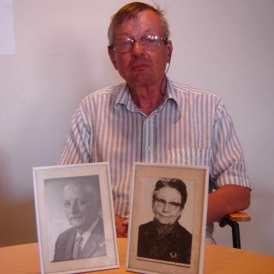 Wilhelm Panelius med porträtt av föräldrarna Olav och Elsa Panelius