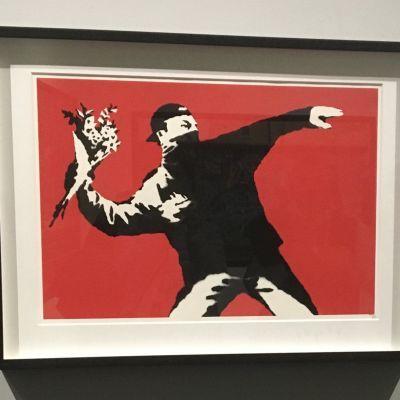 Banksyn taideteos näyttelystä A Visual Protest, The Art of Banksy, MUDEC 2019 Milanossa