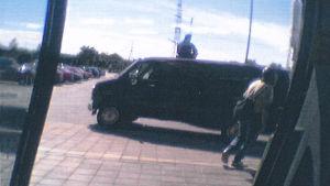 Rånare försöker bryta sig in i en värdetransport.