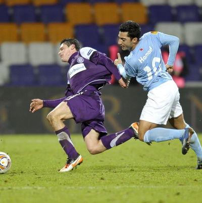 Jiloan Hamad (t.h.) Austria Wien-MFF, december 2011.