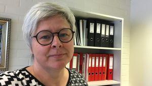 Mona Enlund är rektor i Petalax högstadieskola
