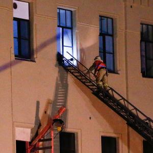 Räddningsarbete pågår vid ITMO-universtitetet.