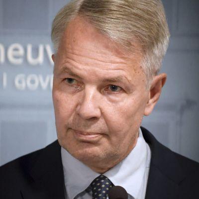 Ulkoministeri Pekka Haavisto tiedotustilaisuudessa koskien Afganistanin tilannetta Helsingissä 26. elokuuta.