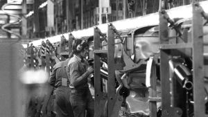 Sverigefinnar på jobb bilfabrik i Sverige 1974