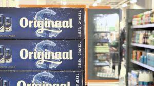 Backar fulla med öl i en estnisk alkoholbutik.