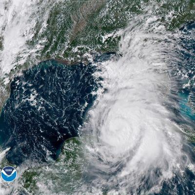 Orkanen Michael som nu befinner sig över Mexikanska golfen kommer antagligen att uppgraderas till en trea på orkanskalan innan den tar i land på onsdag