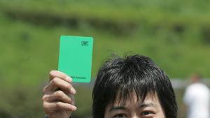 Grönt kort i fotboll har blivit verklighet.