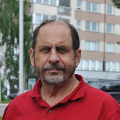 Kirjailija Joni Skiftesvik