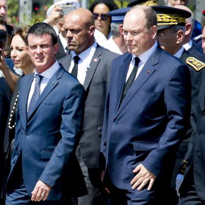Frankrikes premiärminister Manuel Valls under en minnesstund i Nice.
