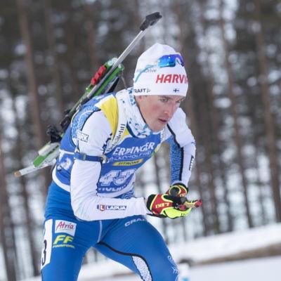 Tero Seppälä på skidor.