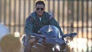 Tom Cruise på en motorcykel.
