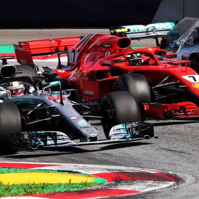 Lewis Hamilton, Kimi Räikkönen och Valtteri Bottas i farten.