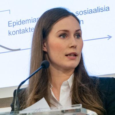 Sanna Marin, Katri Kulmuni ja Li Andersson hallituksen tiedotustilaisuudessa.