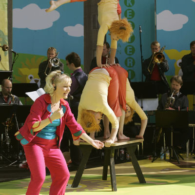 UMO, Satu Sopanen ja Sorin Sirkus esiintyvät Olipa kerran orkesteri -konsertissa Tampereen Keskustorilla elokuussa 2005.