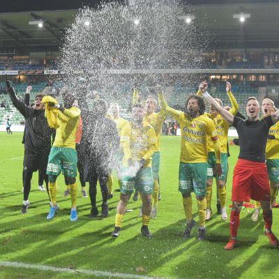 FC KTP jublar efter ligaavancemang.