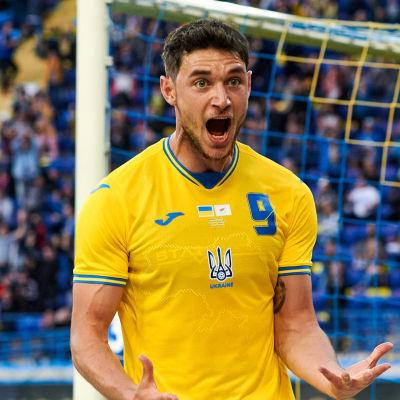 Roman Jaremtjuk firar ett mål.