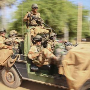 Franska styrkor på patrull i Mali