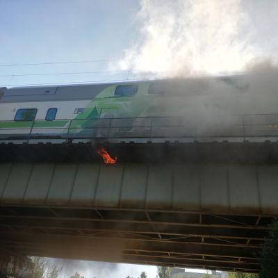 Rautatiesilta palaa Tampereella.