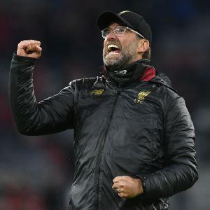 Tränaren Jürgen Klopp firar Liverpools seger i München.