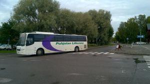 Pohjolan Liikennes buss i Ingå kyrkby