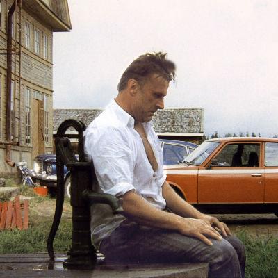 Esko Salminen on Veikko elokuvassa Pohjanmaa.