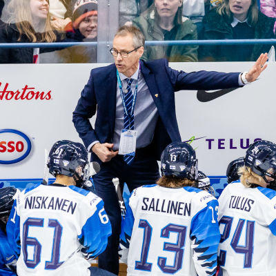 Pasi Mustonen leder laget under VM 2019.